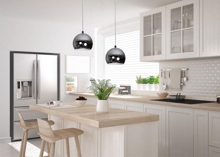 Lampa chromowana kule w nowoczesnej kuchni
