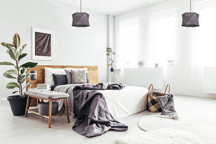 Lampa z szarym abażurem do sypialni