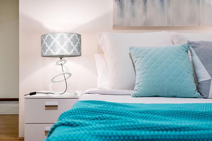 Lampka nocna nowoczesna z abażurem