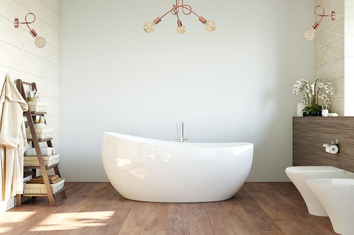 Lampy miedziane w nowoczesnej łazience